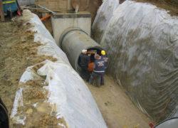 Baugrube für Staukanal DN 1600, Eiprofil, mit Auslassbauwerk