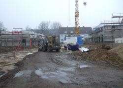 Die ersten 9 Häuser sind im Rohbau fertig, die nächsten 8 befinden sich noch in der Rohbauphase, Kanal und Versorgung sind verlegt