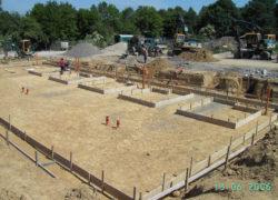 Baustraße im Bereich 2. Bauabschnitt nach Herstellung der Ver- und Entsorgungsleitungen und Baugrubenaushub